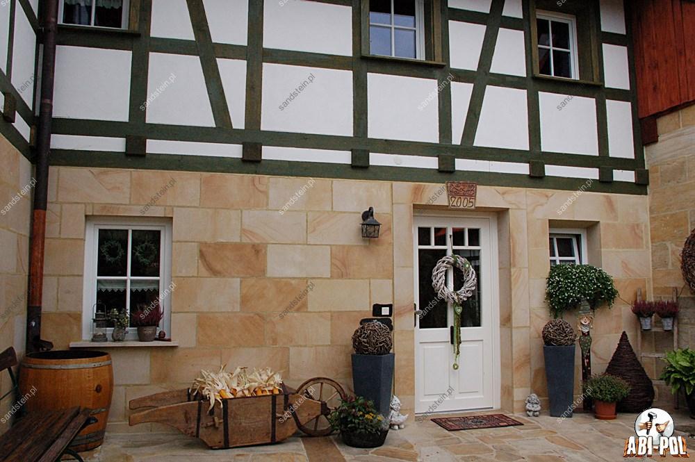 fasade aus sandstein. Black Bedroom Furniture Sets. Home Design Ideas