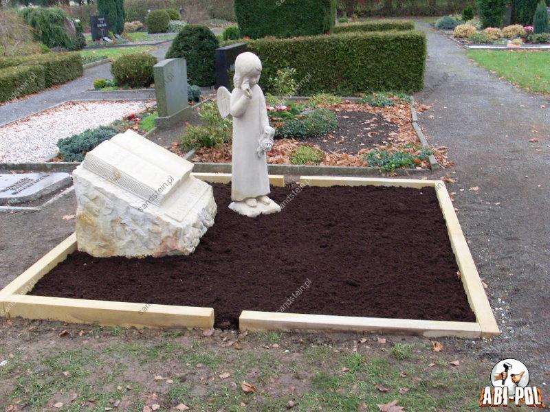 Grabmal und engel aus sandstein for Figuren aus sandstein